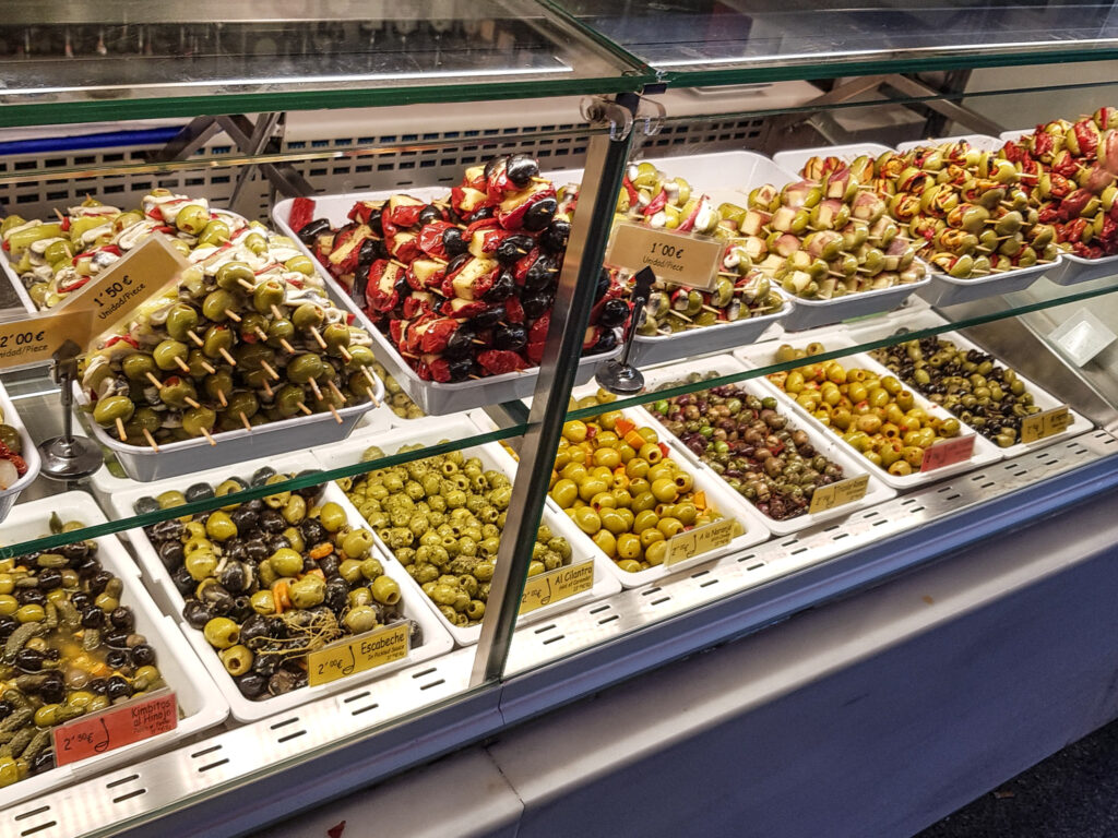 聖米格爾市場 Mercado de San Miguel 西班牙旅遊  馬德里 景點 zoeylinslife  Aceitunas 各種口味的醃橄欖