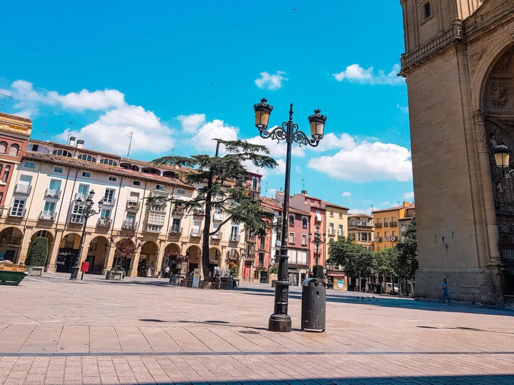 西班牙北部  Plaza del Mercado 教堂前面的廣場