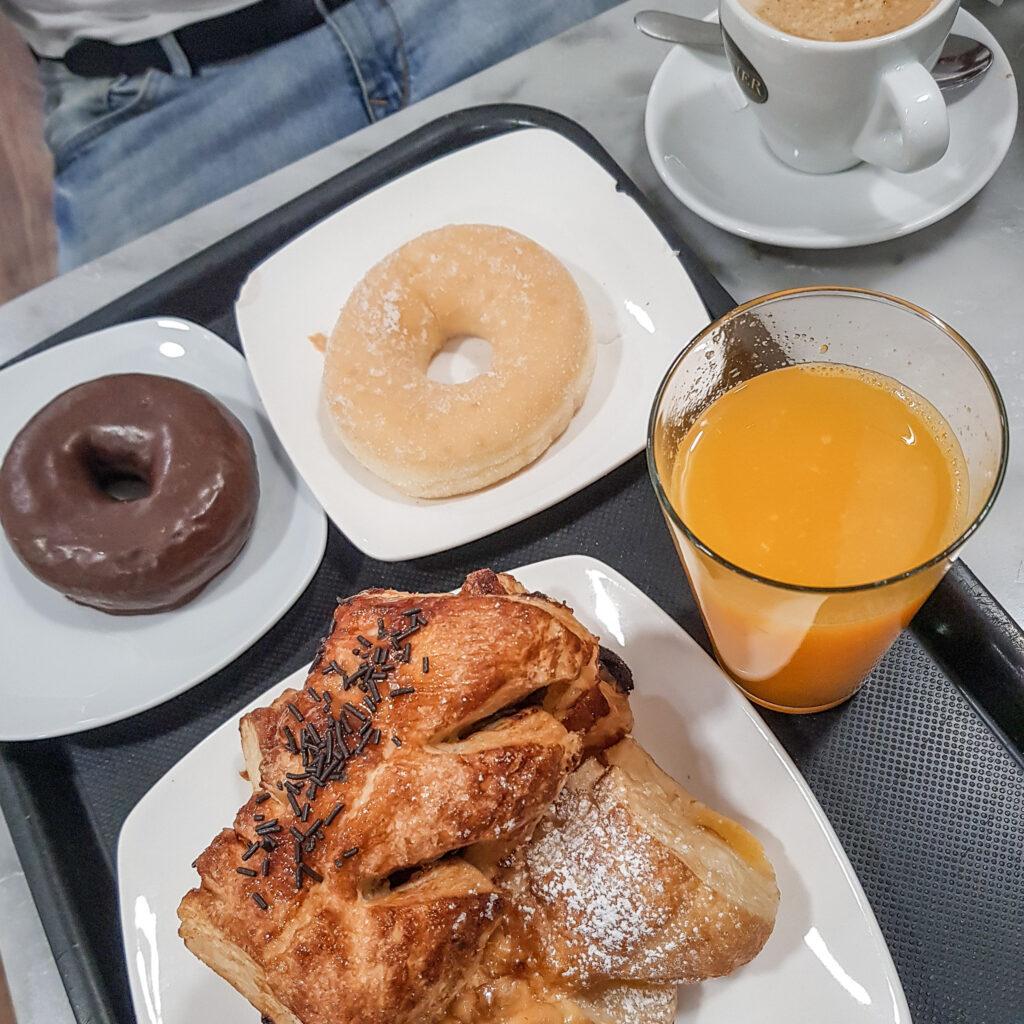 西班牙 早餐 甜甜圈 可頌