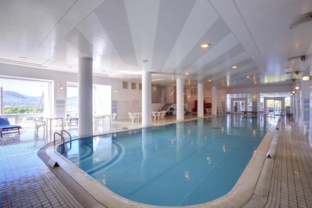 沖繩 自由行 住宿推薦  MAHAINA健康渡假飯店 室內泳池