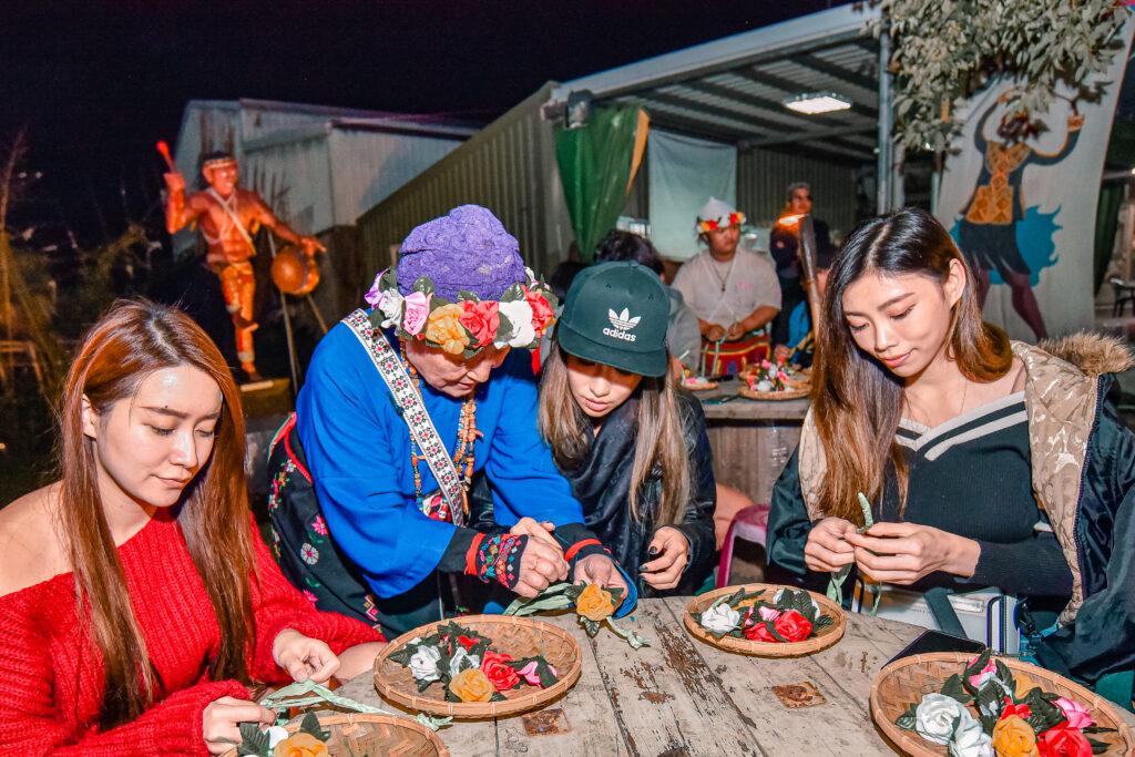 認真製作自己的頭飾的我們 台東旅遊 台東特色景點 普悠瑪文化部落