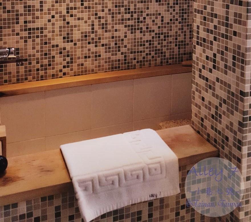 2B 房間廁所 小巷7號 alley7 台南住宿 老屋改建民宿