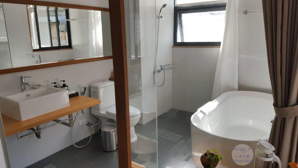 3B 房間廁所 小巷7號 alley7 台南住宿 老屋改建民宿
